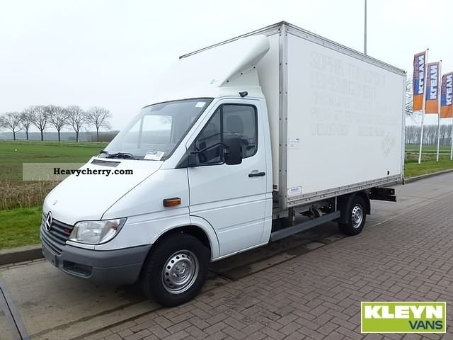Mercedes benz sprinter 313 cdi 2002 box type delivery van for Mercedes benz gas type