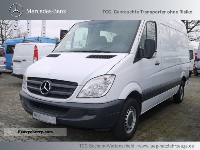 Mercedes benz sprinter 210 cdi 2010 box type delivery van for Mercedes benz 210
