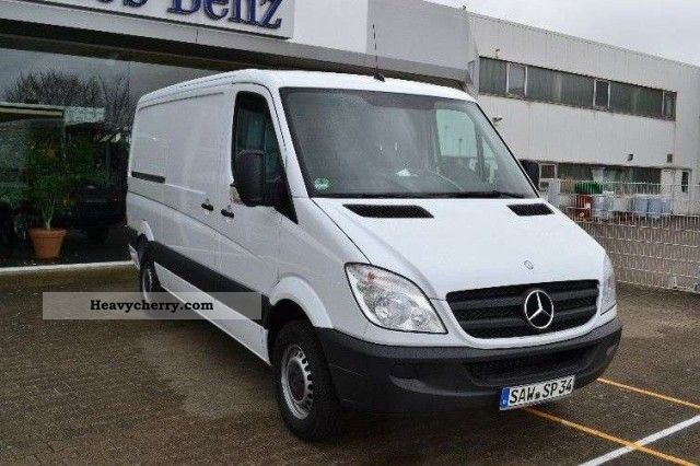 mercedes benz sprinter 213 cdi box 3 seater 2012 box type delivery van photo and specs. Black Bedroom Furniture Sets. Home Design Ideas