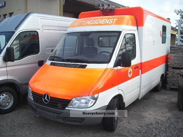 2000 Mercedes-Benz  313 CDI Van or truck up to 7.5t Ambulance photo
