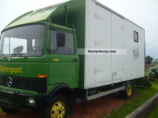 1983 Mercedes-Benz  813 Van or truck up to 7.5t Cattle truck photo