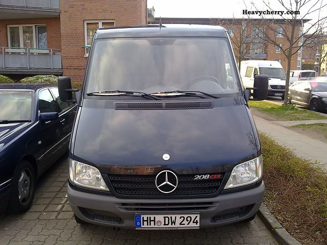 2004 Mercedes-Benz  208th sprinter .. TOP!! Van or truck up to 7.5t Box-type delivery van photo