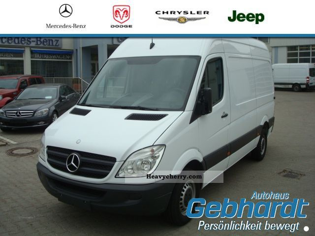 mercedes benz sprinter 213 cdi panel van roof high 2009 box type delivery van photo and specs. Black Bedroom Furniture Sets. Home Design Ideas