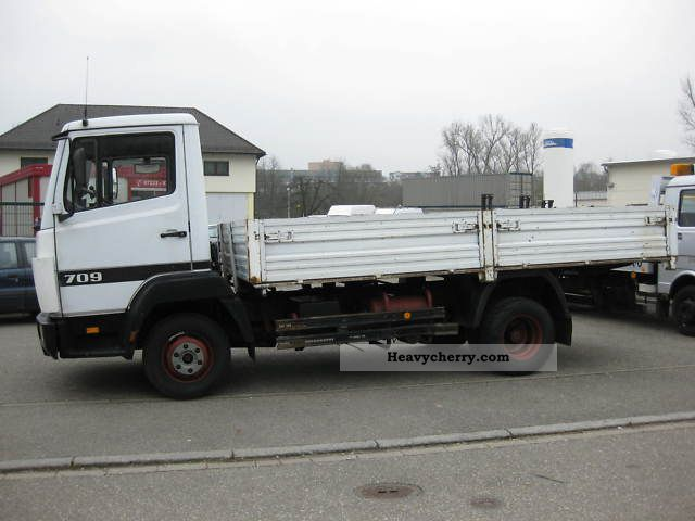 mercedes benz 709   i manual 1992 stake body truck photo Mercedes-Benz Sprinter 3500 Mercedes-Benz Sprinter Ambulance