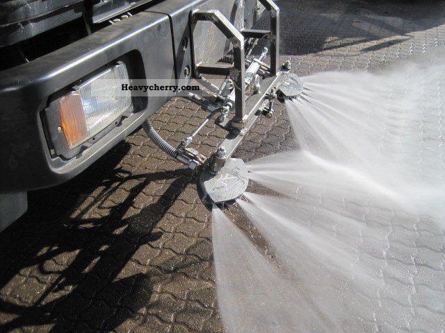 Mercedes benz 1824 4x2 bins car wash car wash road 1995 for Mercedes benz car wash free