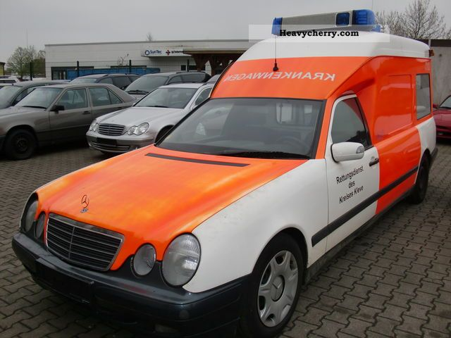 mercedes benz e 220 cdi ambulance binz 2004 ambulance truck photo and specs. Black Bedroom Furniture Sets. Home Design Ideas
