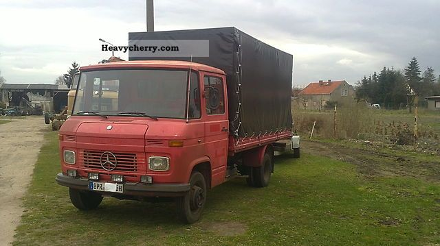 1978 Mercedes-Benz  407 Van or truck up to 7.5t Stake body and tarpaulin photo