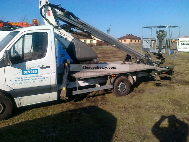 Mercedes benz 311 2008 hydraulic work platform truck photo for 2008 mercedes benz truck