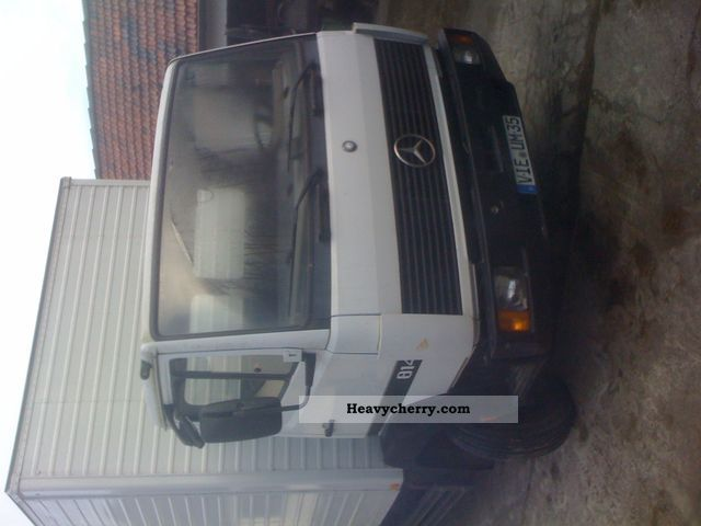 1993 Mercedes-Benz  814 Van or truck up to 7.5t Cattle truck photo