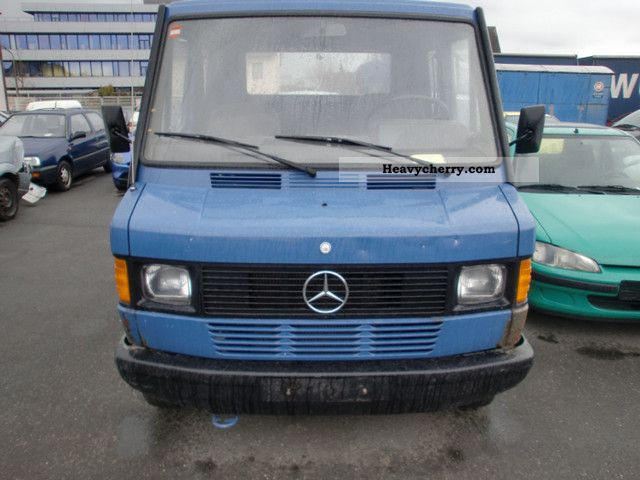 Mercedes benz 210 petrol 1990 stake body truck photo and specs for Mercedes benz 210