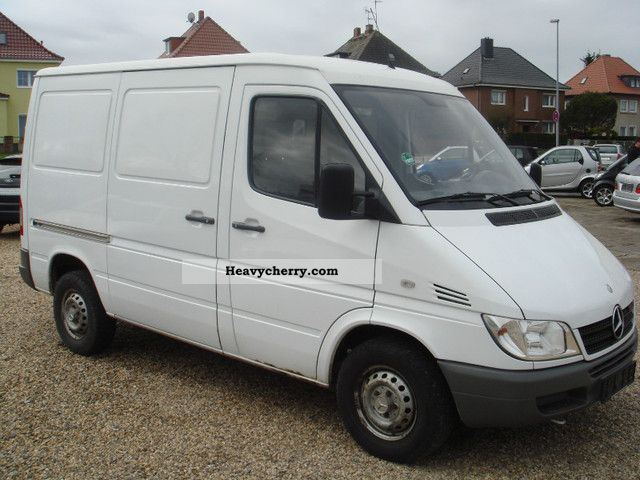 mercedes benz sprinter 211 2005 box type delivery van photo and specs. Black Bedroom Furniture Sets. Home Design Ideas