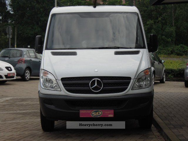mercedes benz sprinter 216 cdi porsche to 27 2011 box. Black Bedroom Furniture Sets. Home Design Ideas