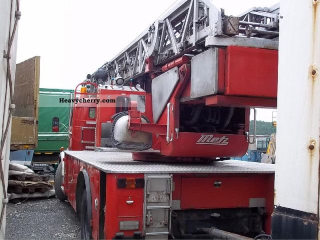 1975 Mercedes-Benz  L 1519 Fire Truck over 7.5t Truck-mounted crane photo