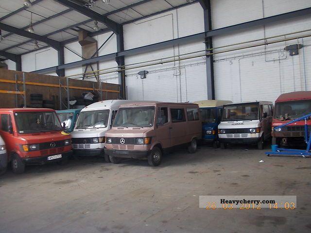1988 Mercedes-Benz  207 D 208 D 616 engine Van or truck up to 7.5t Box-type delivery van photo