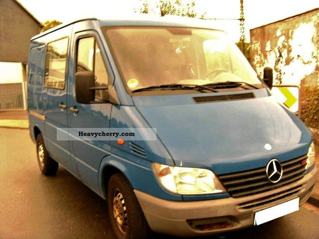 2001 Mercedes-Benz  211-air-AHK-antrb schpere who isd smooth! Van or truck up to 7.5t Box-type delivery van photo