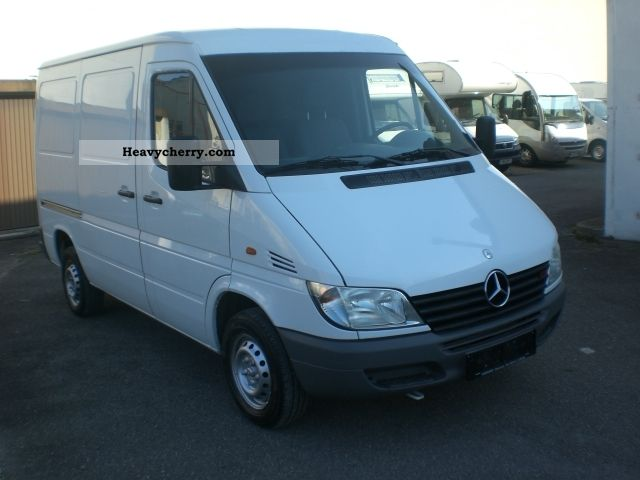 2000 Mercedes-Benz  208 CDI Van or truck up to 7.5t Box-type delivery van photo