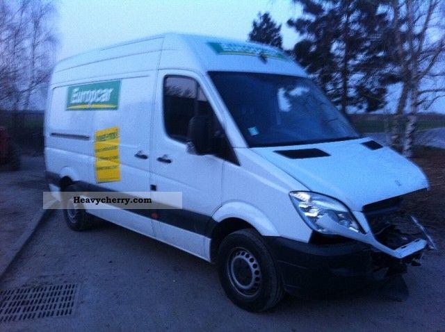 Mercedes benz sprinter 310 2010 box type delivery van for 2010 mercedes benz sprinter cargo van