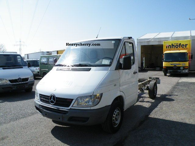 2003 Mercedes-Benz  Sprinter 311 CDI 5-speed manual transmission Van or truck up to 7.5t Chassis photo