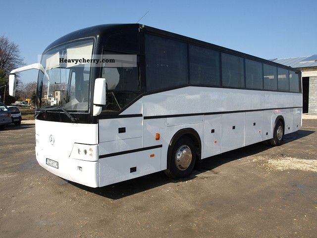 Mercedes benz ewa 1999 cross country bus photo and specs for What country is mercedes benz from