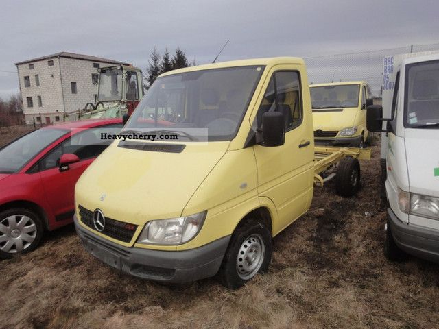 mercedes benz sprinter 308 cdi 2005r air sz 2 2005 chassis truck photo and specs. Black Bedroom Furniture Sets. Home Design Ideas