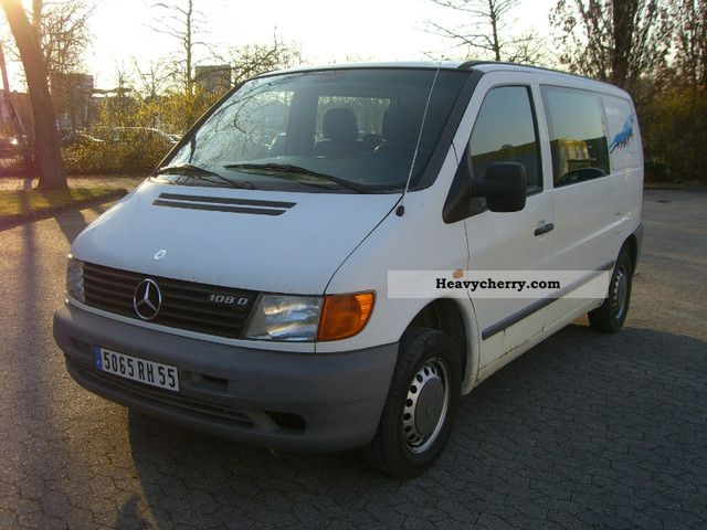 mercedes benz vito with 108 air 1998 box truck photo and specs. Black Bedroom Furniture Sets. Home Design Ideas