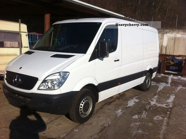 2011 Mercedes-Benz  213 CDI Van or truck up to 7.5t Box-type delivery van photo