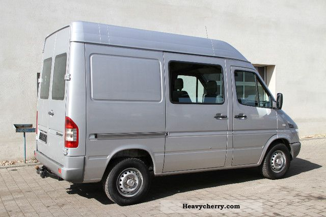 mercedes benz sprinter 316 cdi air apc 2005 box type delivery van high photo and specs. Black Bedroom Furniture Sets. Home Design Ideas