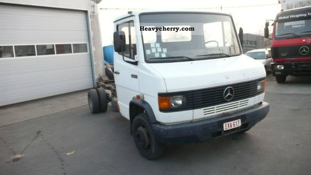 1987 Mercedes-Benz  609 D 7.3 meter wheelbase Van or truck up to 7.5t Chassis photo