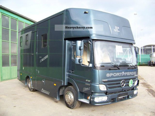 Mercedes benz atego 818 bc horse trailer caravan 2005 for Mercedes benz caravan