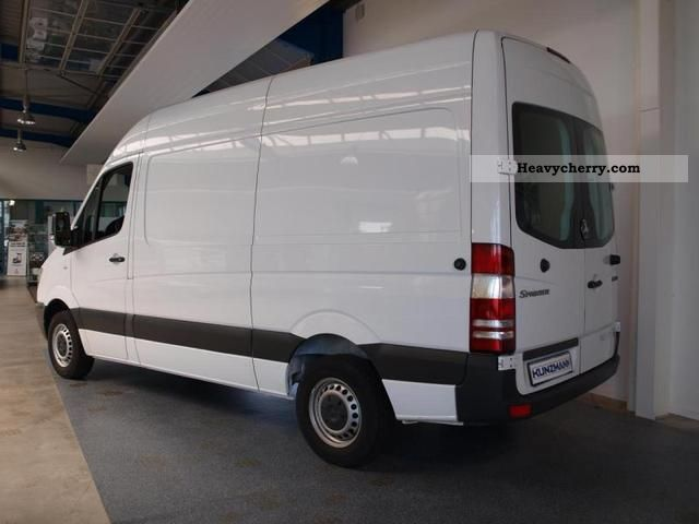mercedes benz sprinter 210 cdi 3 sitzer wood windows 2009 box type delivery van high photo. Black Bedroom Furniture Sets. Home Design Ideas
