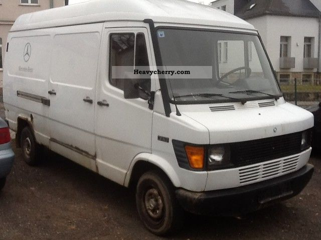 1994 Mercedes-Benz  310 KA Van or truck up to 7.5t Box-type delivery van photo