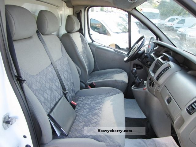 opel vivaro fourgon f2700 c1 1 9 cdti 82 pack 2006 box type delivery van photo and specs. Black Bedroom Furniture Sets. Home Design Ideas