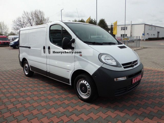 opel vivaro 1 9 dti 3 seater in good condition 2007 box type delivery van photo and specs. Black Bedroom Furniture Sets. Home Design Ideas