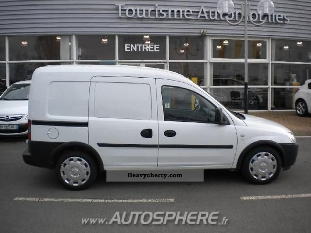 opel combo pack cargo 1 3cdti 2010 box type delivery van photo and specs. Black Bedroom Furniture Sets. Home Design Ideas
