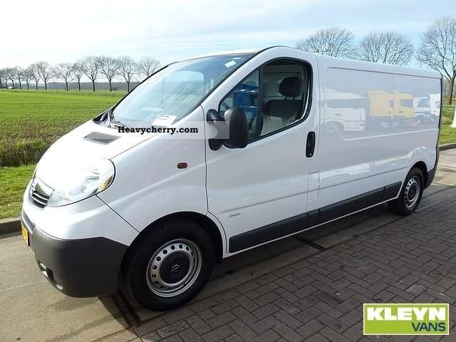 2009 Opel  Vivaro 2,5 CDTI Van or truck up to 7.5t Box-type delivery van photo
