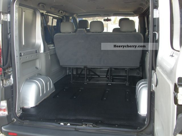 Opel vivaro fotos de interior mobil antik for Interieur opel vivaro 9 places