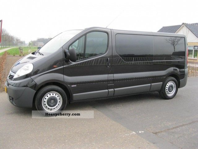 2007 Opel  Vivaro 2.5 CDTI 145 PK Long D.C. AUT / AIRCO BJ 20 Van or truck up to 7.5t Box-type delivery van photo