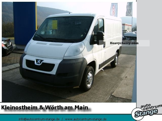 2011 Peugeot  Boxer 330 L1H1 2.2 HDi 100 Van or truck up to 7.5t Box-type delivery van photo