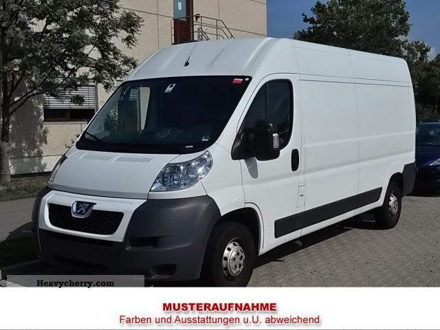 2012 Peugeot  Boxer 330C HDI 120 Van or truck up to 7.5t Box-type delivery van photo