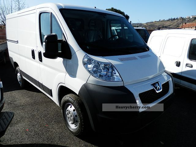peugeot boxer l1h1 2 2 hdi 110 330 fourgon 3t cl 2012 box type delivery van photo and specs. Black Bedroom Furniture Sets. Home Design Ideas