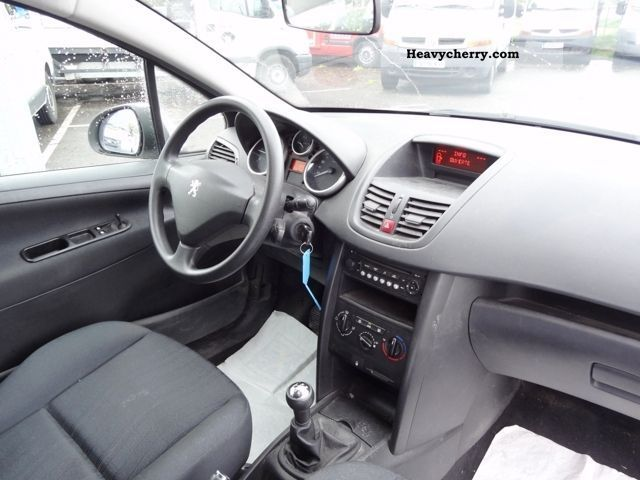 peugeot 207 1 4 hdi 70 pack cd clim affaire 3p 2007 box type delivery van photo and specs. Black Bedroom Furniture Sets. Home Design Ideas