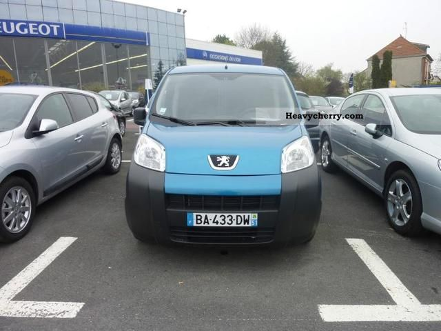 2010 Peugeot  Bipper HDi70 CD Pack Clim Van or truck up to 7.5t Box-type delivery van photo