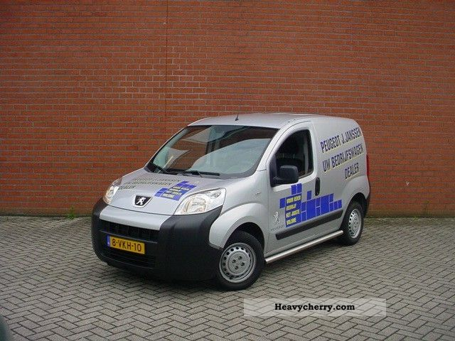 2010 Peugeot  Bipper 1.4 Hdi XT Van or truck up to 7.5t Box-type delivery van photo