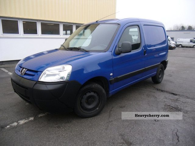 2004 Peugeot  Partner 2.0 TD 66 kw * IF * EF * PDC * Cruise control Van or truck up to 7.5t Box-type delivery van photo