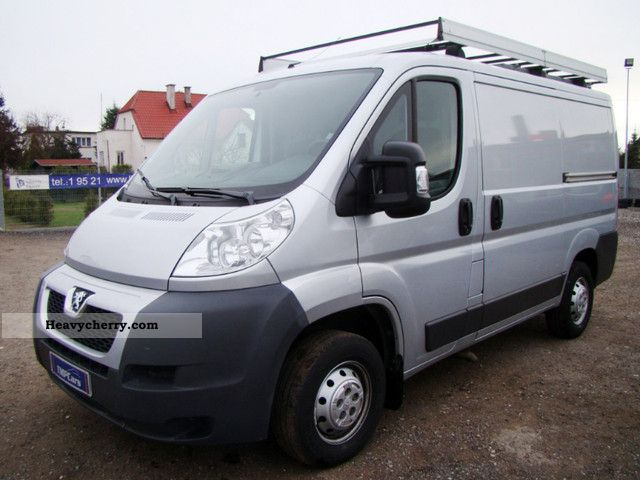 2010 Peugeot  Boxer 2.2 HDI Van or truck up to 7.5t Box-type delivery van photo