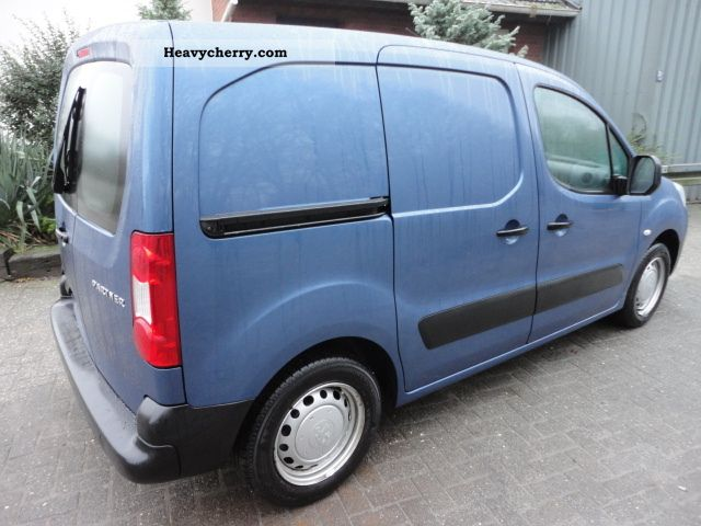 peugeot partner 1 6 hdi 2009 box type delivery van photo and specs. Black Bedroom Furniture Sets. Home Design Ideas
