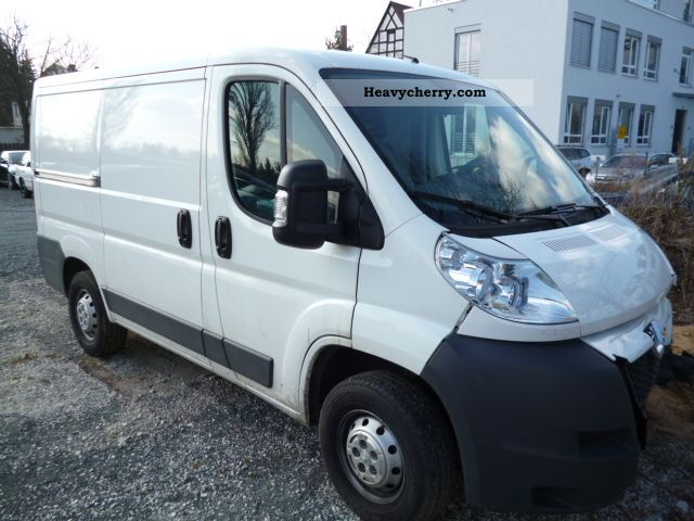 2010 Peugeot  BOXER L1H1 2.2 HDI DPF Van or truck up to 7.5t Box-type delivery van photo