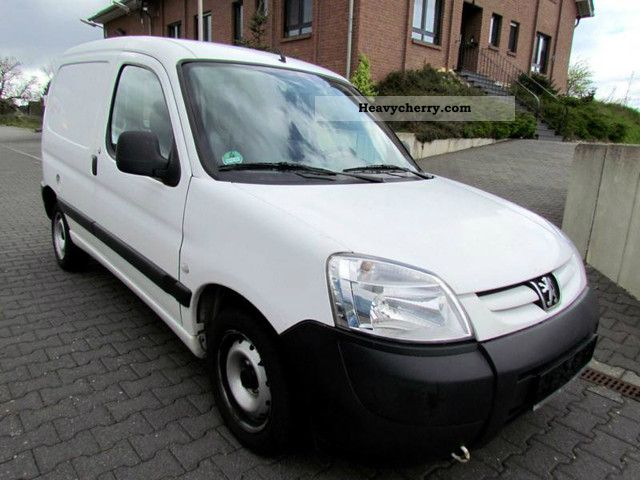 peugeot partner 1 9 d 70 vans 2004 box type delivery van photo and specs. Black Bedroom Furniture Sets. Home Design Ideas