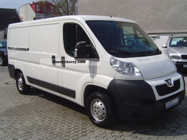 2011 Peugeot  Boxer 333 L3H1 HDi air / PDC Van or truck up to 7.5t Box-type delivery van photo