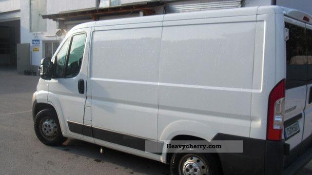 2010 Peugeot  Boxer panel van 250l white EZ 3/2010 Van or truck up to 7.5t Box-type delivery van photo